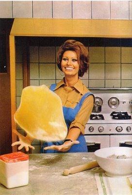 1971 sophia loren ? giant salad servers | cakehead loves evil - In Cucina Con Amore
